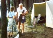 Снимка на деня: Папа Йоан Павел II на къмпинг