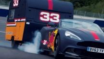 Разбиващо шоу на пилоти от F1 с каравани