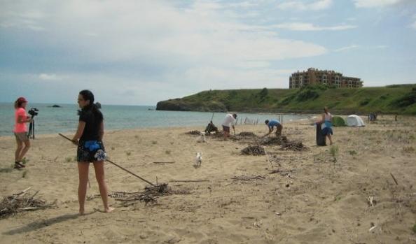 Плажовете Корал и Карадере бяха почистени от доброволци