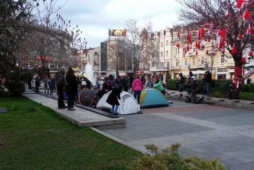 На живо: 6 града протестират против тоталната забрана за свободно къмпингуване
