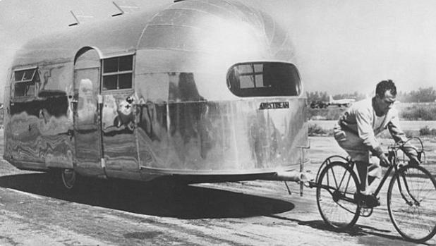 Снимка на деня: Рекламна демонстрация на Airstream през 1947