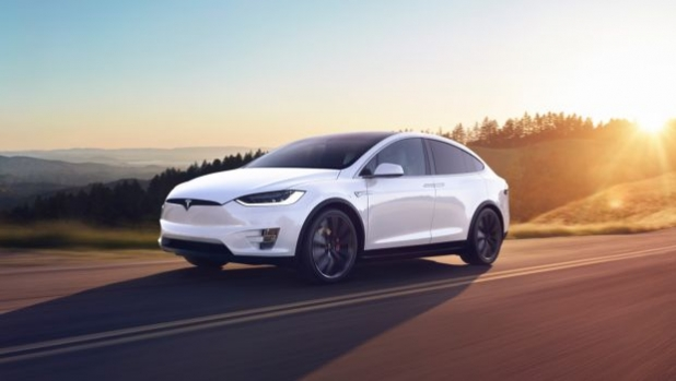 Tesla добавят режим Party & Camper в колите си