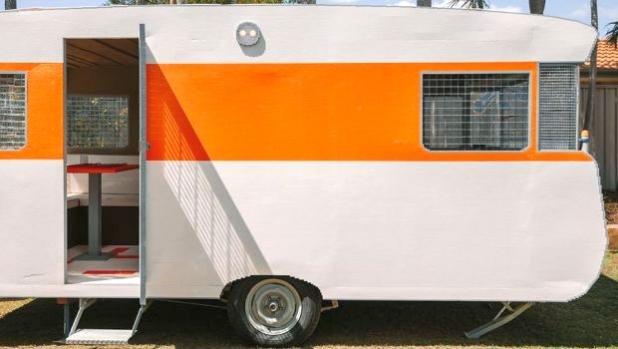 Австралиец влезе в Гинес с каравана от LEGO в реален размер