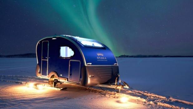 Да гледаш северното сияние в каравана на ски