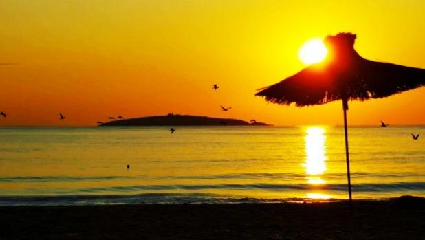 Снимка на деня: Изгрев на плажа на къмпинг Градина