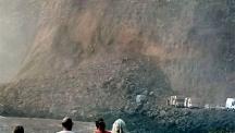 Скали се срутиха над кемпери на Канарските острови (видео)