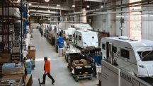 И Knaus Tabbert отваря фабриките си в Германия