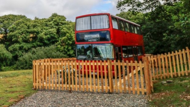 Английска ферма предлага нощувки в двуетажен лондонски автобус